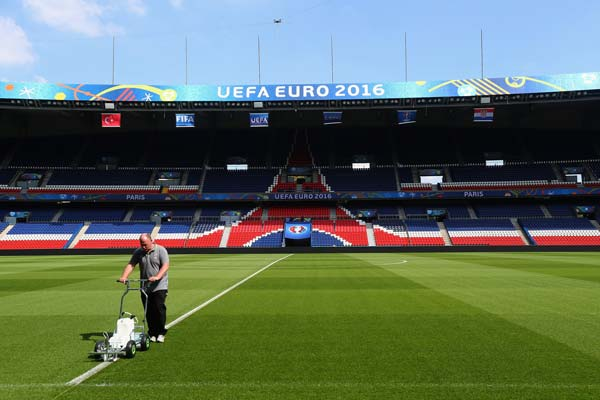Photo of PSG head groundsman Jonathan Calderwood marking the Parc des Princes pitch with the Eco System prior to a EURO 2016 group game.